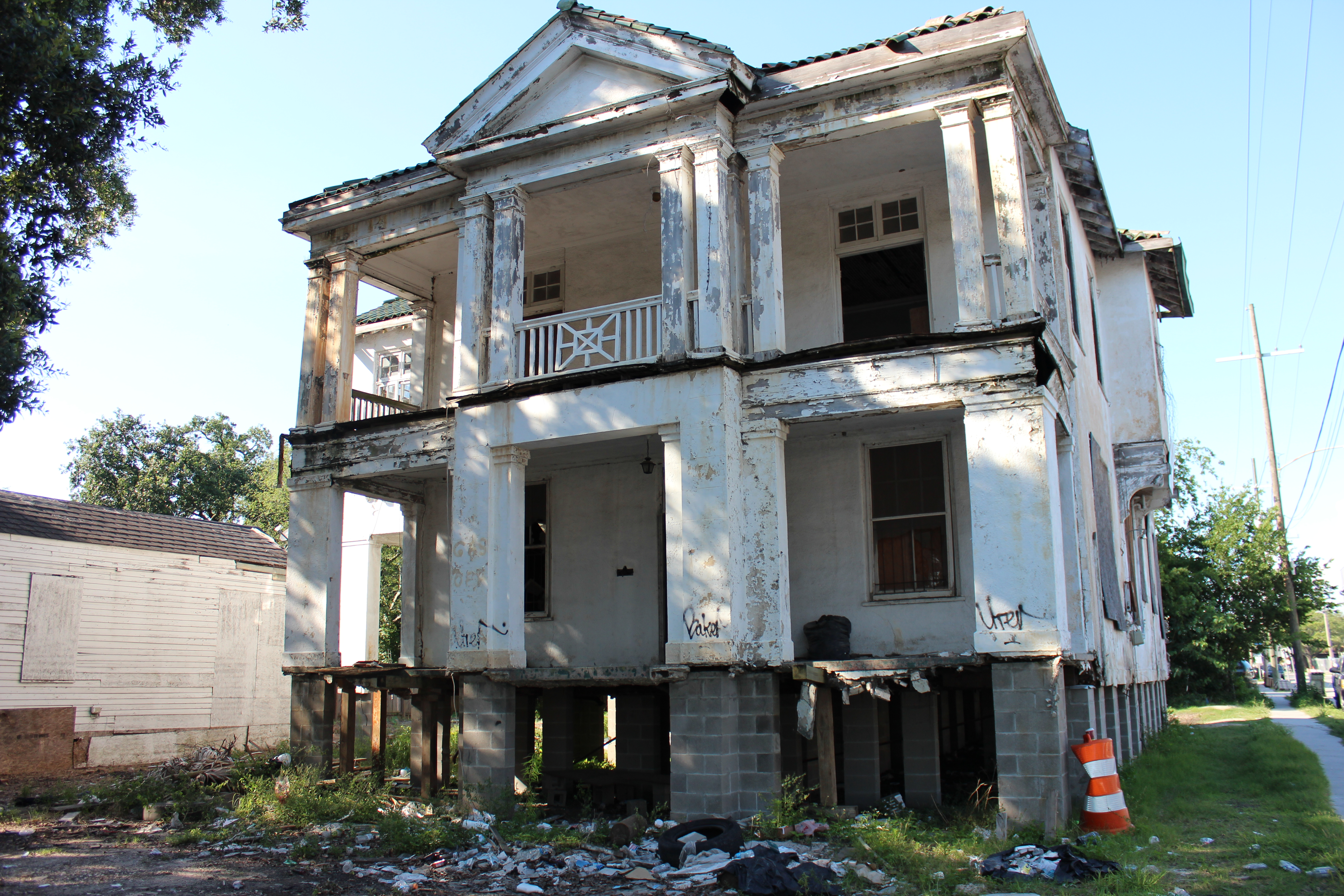 Historic mansion on banks street part of new orleans nine for Mansions in new orleans