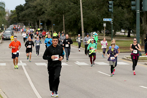 Runners make their way up Orleans Avenue during the 109th Annual Jackson Day Race. The race, which is New Orleans' oldest, stretches nine miles from Old Spanish Fort, through Mid City, finishing at Jackson Square. (Zach Brien, MidCityMessenger.com)