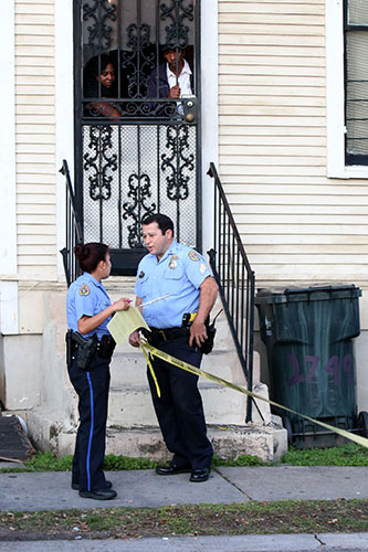 NOPD officers investigate a shooting in the 2800 block of Orleans avenue. One man was shot in the incident. NOPD officials discussed how the community can better protect itself and how residents can aid police during Monday night's MCNO forum. (File photo by Zach Brien, MidCityMessenger.com)